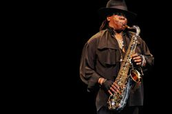 102525-clarence_clemons_617_409